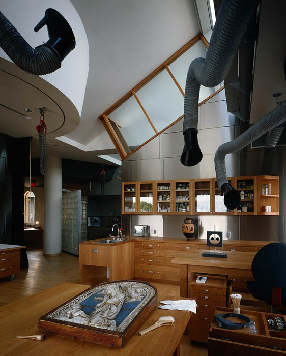 Noisy Dirty Room, Straus Center for Conservation, Harvard Art Museums